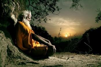 йог медитирует