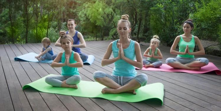 йога для мам с детьми