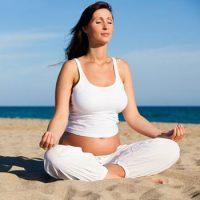 Полезные и безопасные упражнения йоги для беременных в 1 триместре