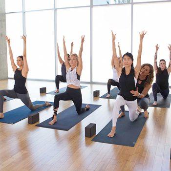 Упражнения в фитнес йоге для крепкого и здорового тела