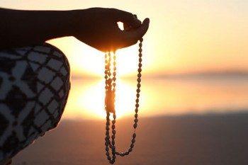четки и медитация